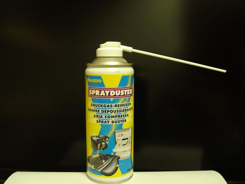 Lata de aire comprimido con aplicador.